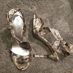 NWOT Michaelangelo heels